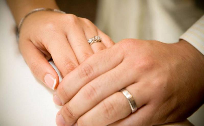 إذا أردت أن تقلع عن التدخين.. فتزوج!