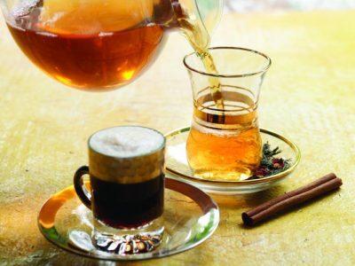 مهندس يبيع الشاي والقهوة أمام جامعة مؤتة