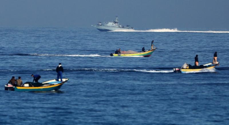 غزة.. بحرية الاحتلال تستهدف الصيادين