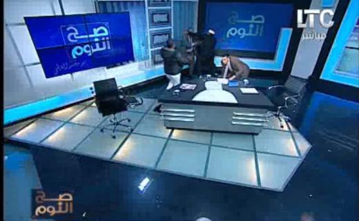 """فيديو - ضرب مفتي أستراليا بـ """"الجزمة"""" على قناة مصرية"""
