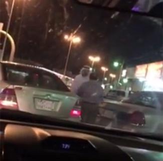 فيديو - صفعات ولكمات بين سعودي ومصري في السعودية
