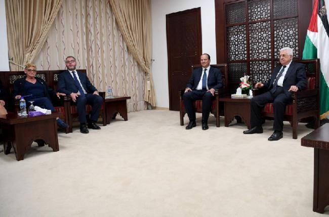 الرئيس عباس يؤكد أهمية إنجاح المبادرة الفرنسية لحل القضية الفلسطينية
