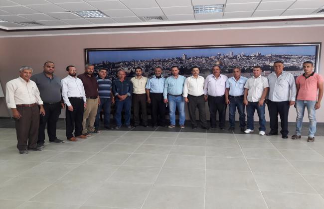 اجتماع مدير معبر كرم أبوسالم مع تجار الحصمة لمناقشة آلية حركة الشاحنات الحصمة