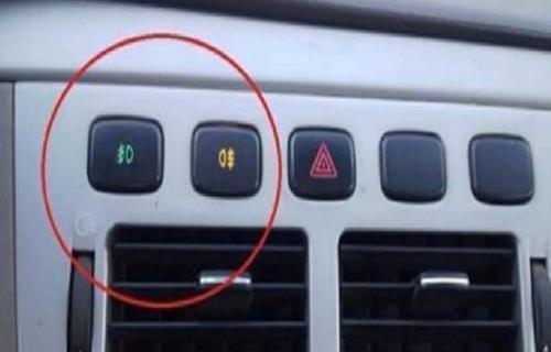 مفتاحان مهمان في لوحة السيارة لا يعرفهما الكثيرون.. فما فائدتهما؟