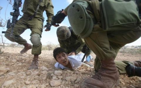 رام الله.. جيش الاحتلال يعتقل طفلاً بزعم حيازته سكين