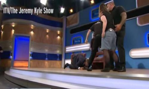 فيديو - هاجمت شقيقتها في بث تلفزيوني مباشر.. شاهدوا ماذا حدث!