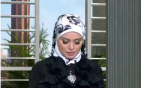 فيديو - إنهيار مذيعة مصرية على الهواء مباشرة بسبب وفاة والدتها