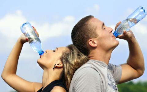 لا تشرب الماء إلا عند العطش