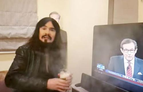فيديو - يحترق هاتفه غالاكسي نوت 7 أثناء بث مباشر