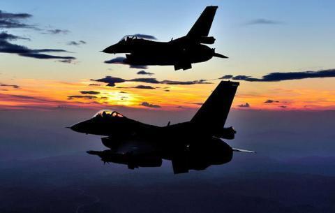 طائرة حربية إسرائيلية من طراز إف 16