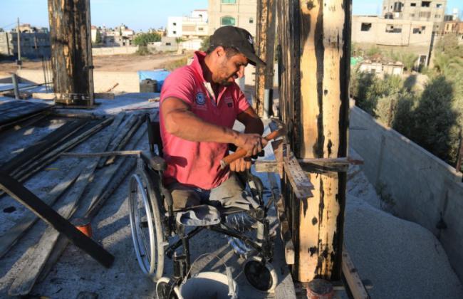 """في غزة.. أقدام مبتورة تتحدى مهنة """"الطوبار"""""""