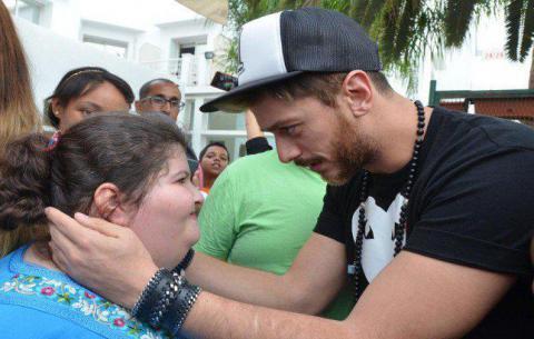 سعد لمجرد يلبي رغبة طفلة ويزورها في المستشفى