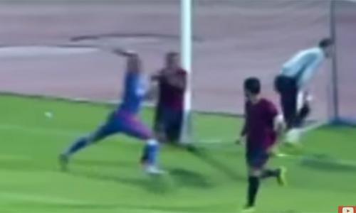 بالفيديو - لاعب مصري يصفع منافسه لإحراز هدف التعادل!!