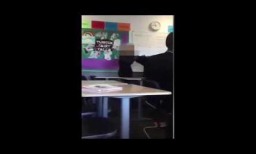 بالفيديو - شجار عنيف بين طالبتين أمام المعلمة داخل فصل دراسي