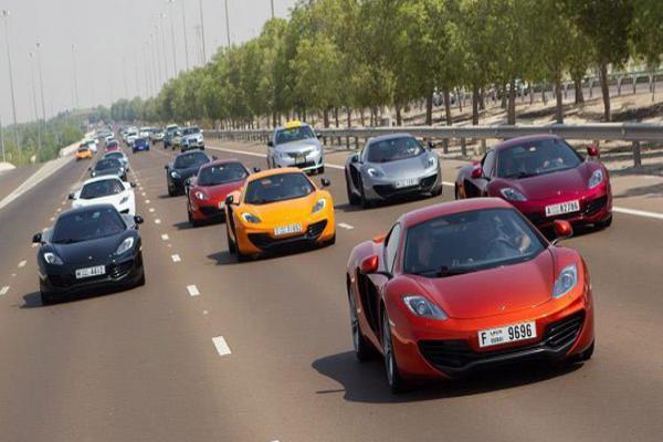 صور - ما مصير السيارات الفارهة المهملة في دبي؟