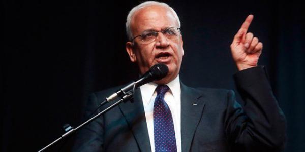 عريقات لـ إسرائيل مدافعا عن عباس: أبو مازن يؤمن بالسلام وبالعيش الى جانبكم