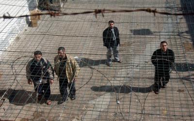 اعتقال 3 شبان حاولوا تهريب هواتف للاسرى باستخدام طوافة