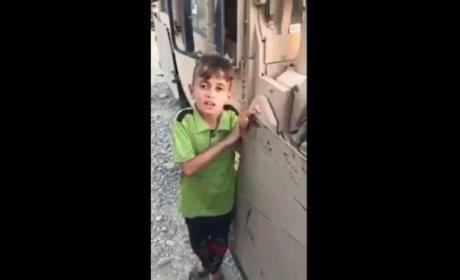 """فيديو - طفل عراقي من الموصل يشكو من داعش """"بالفصحى"""""""