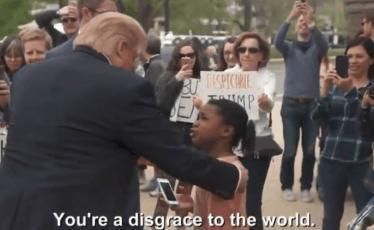 """فيديو - طفلة جريئة لدونالد ترامب: """"أنت عار على العالم"""""""