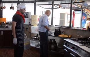 بالفيديو.. أول شيف فلسطيني يبهر نقابة الطهاة البريطانيين