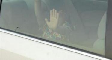 طفل في سيارة
