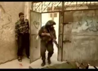 """بالفيديو.. كيف قام الحر """"طلال الاعرج"""" بقتل (3) جنود صهاينة طعناً بسكين بكمين نصبه لهم ؟"""
