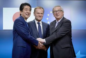 تقارب أوروبي ياباني لكبح حمائية ترامب في التجارة الحرة