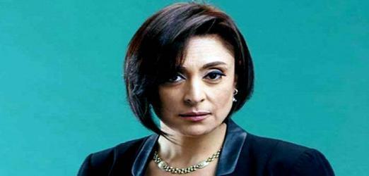 بالفيديو.. نجل منى عراقي يفاجئها على الهواء ويعتذر لها