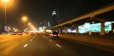 بالفيديو.. لحظة انتحار رجل في دبي بالقفز أمام حافلة مسرعة