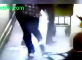 فيديو| مغربي يضرب ويسكب مادة حارقة على زوجته داخل المحكمة..!