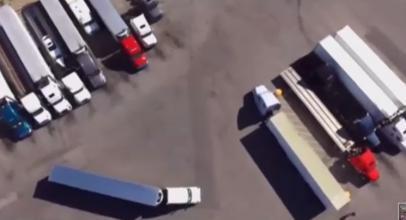 """فيديو مذهل لسائق شاحنة """"يستحق جائزة نوبل"""""""