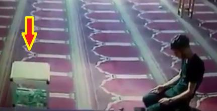 تظاهر بالصلاة أمام الجميع والكاميرات.. لكن ما فعله صادم! (فيديو)
