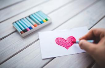 """10 أسباب تفسر عدم القدرة على نسيان """"الحب الأول"""""""