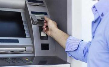 بالفيديو.. شاهد ماذا يحدث داخل الصراف الآلي عند سحب النقود؟