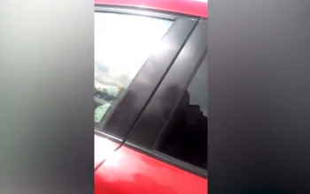 فيديو.. رد فعل عنيف لامرأة ضبطت زوجها يخونها داخل سيارة