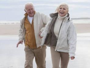 زوجان عاشا معًا 70 عامًا وتوفيا سويًا في حديقتهما