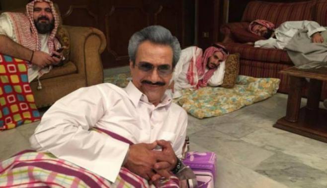 """ما قصة صور """"الوليد بن طلال"""" في مكان اعتقاله؟"""