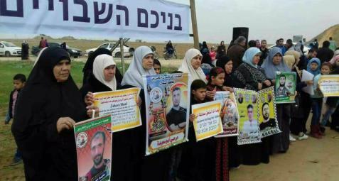 من مكان أسر الجندي أرون.. أهالي الأسرى يطالبون بإطلاق سراح أبنائهم