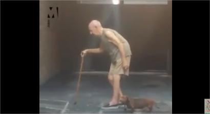 بالفيديو.. تصرف مؤثر من كلب تجاه مالكه المسن يحظى بإعجاب رواد الإنترنت