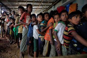 نصف مليون طفل روهينغي من اللاجئين مهددون بسبب موسم الأعاصير