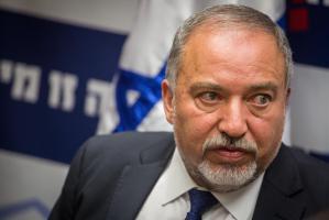 ليبرمان يهاجم الاسرى ويدعو لاقتطاع رواتبهم من السلطة الفلسطينية