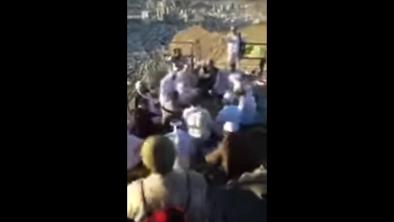 بالفيديو.. شاهد طقوس غريبة أعلى جبل غار حراء بمكة