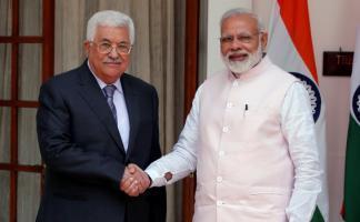 رئيس الحكومة الهندي ناريندرا مودي و محمود عباس