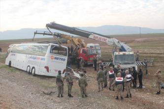 مقتل 9 أشخاص في انقلاب حافلة تقل عراقيين جنوب شرقي تركيا