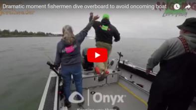 بالفيديو.. لحظة تصادم قاربين بشكل مروع