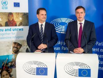 """الاتحاد الأوروبي وأونروا يؤكدان الالتزام بخدمة """"لاجئي فلسطين"""""""