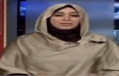 بالفيديو  نحلة تشن هجوما على مذيعة وتصيبها بـ.. !
