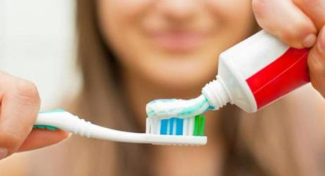 ما هو البديل الطبيعي لمعجون الأسنان؟