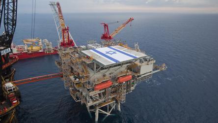 إسرائيل تشرع ببناء أطول وأعمق خط أنابيب للغاز في العالم