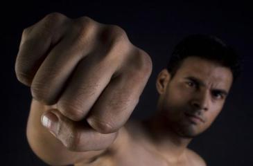 كيف تجعل قبضة يدك أقوى من خلال تمارين بسيطة؟